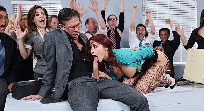 Fiesta anal en la oficina