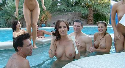 Orgía en la piscina