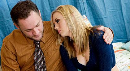 Consolando a su alumna preferida