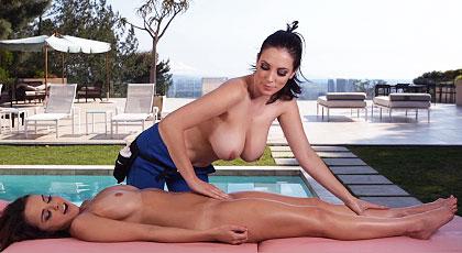 Masaje al aire libre con grandes peras